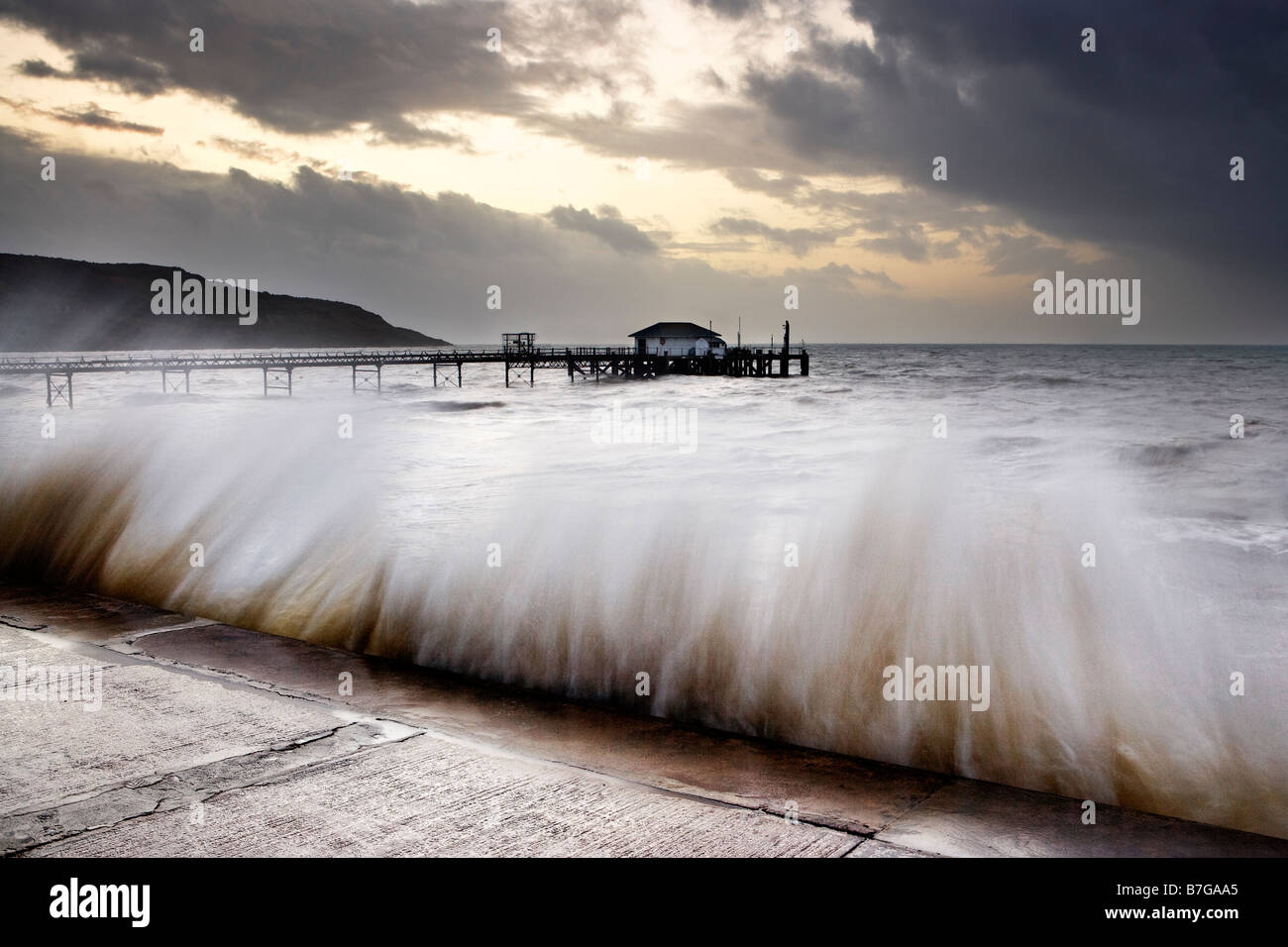 Rough seas at Totland Bay, Isle of Wight - Stock Image