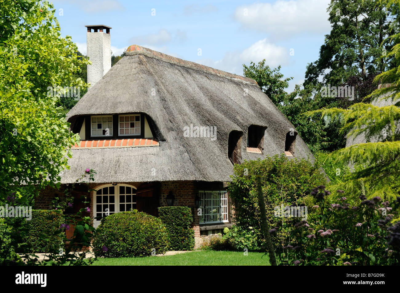 Straw Roof Garden High Resolution Stock Photography And Images Alamy