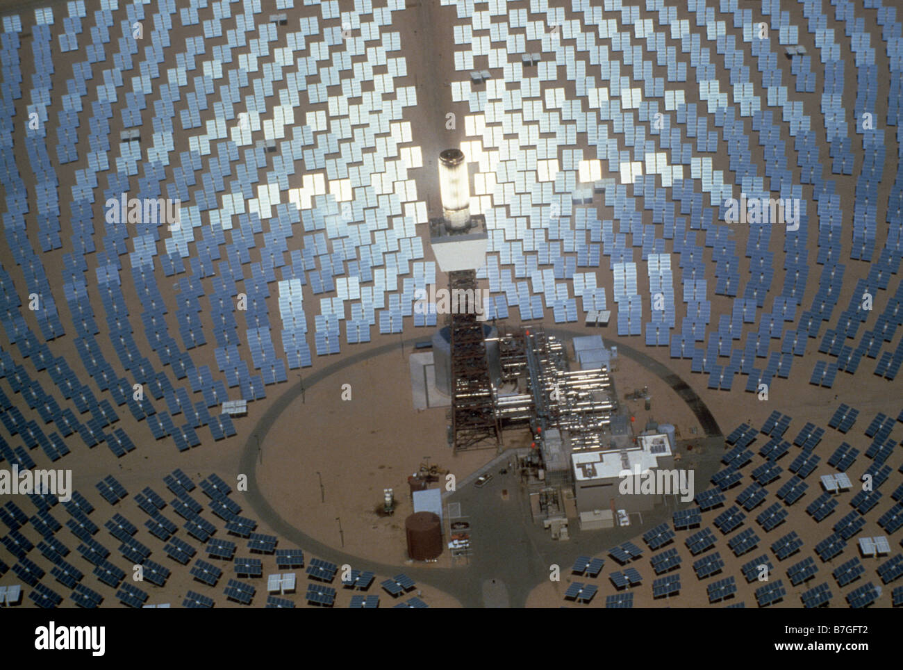 Aerial view of 1200 6x8 foot mirrors at Solar One electric power generating station, experimental, in Southern California Stock Photo