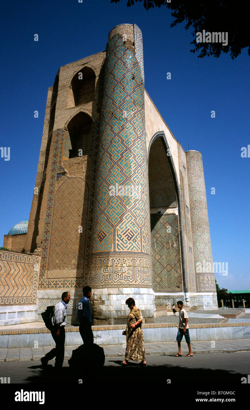 May 27, 2006 - Entrance gate (35m in height) of Bibi-Khanym Mosque in the Uzbek city of Samarkand. Stock Photo
