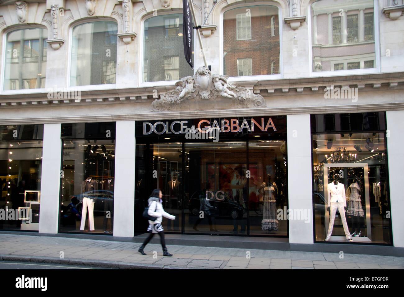 Pedestrian passing the Dolce & Gabbana store on Old Bond Street, London.  Jan 2009 - Stock Image