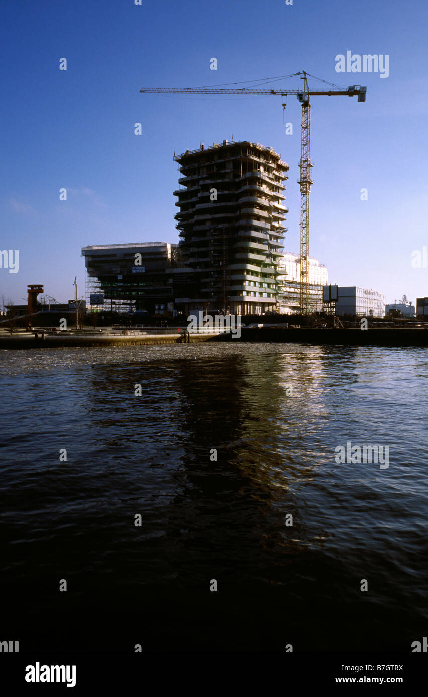 Jan 25, 2009 - Construction of Marco Polo Tower at Strandkai in Hamburg's Hafencity - Stock Image