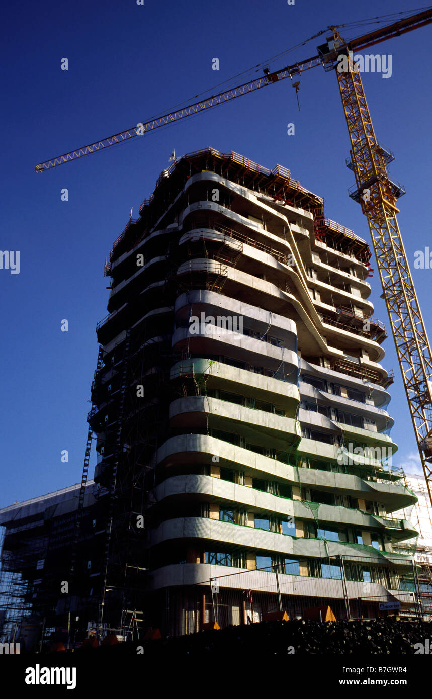 Jan 25, 2009 - Construction of Marco Polo Tower at Strandkai in Hamburg's Hafencity. - Stock Image