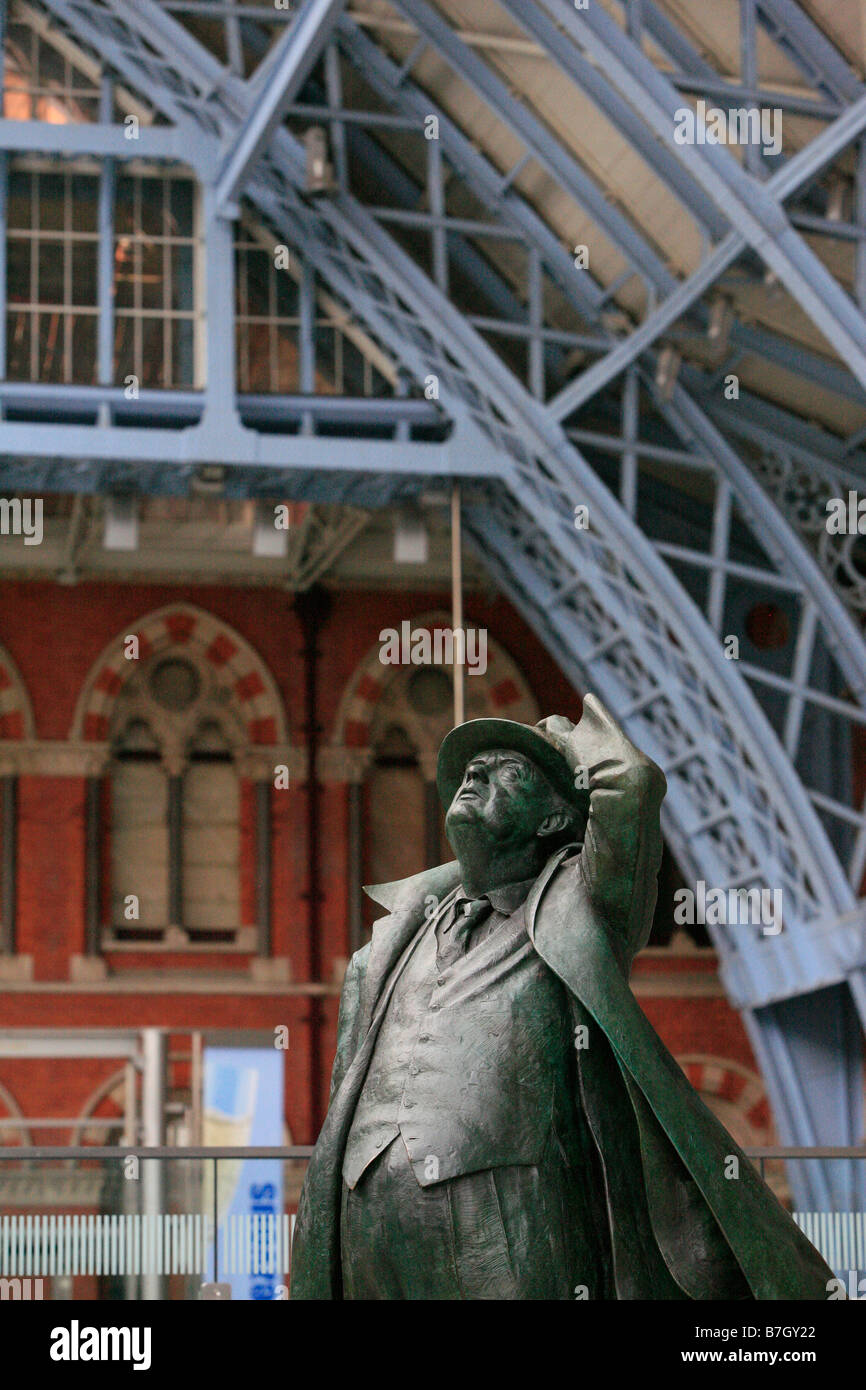 Photograph of a statue of A. A. Milne taken within St. Pancras Station in London - Stock Image
