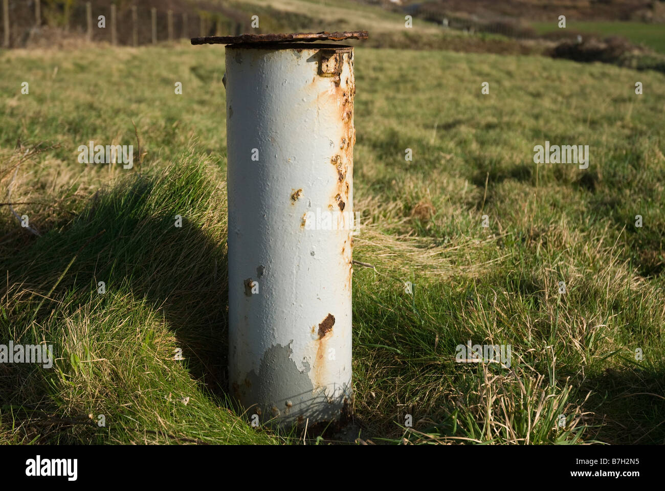 Gas vent on old landfill site, which enables the release of methane gas produced by the decomposing rubbish. - Stock Image
