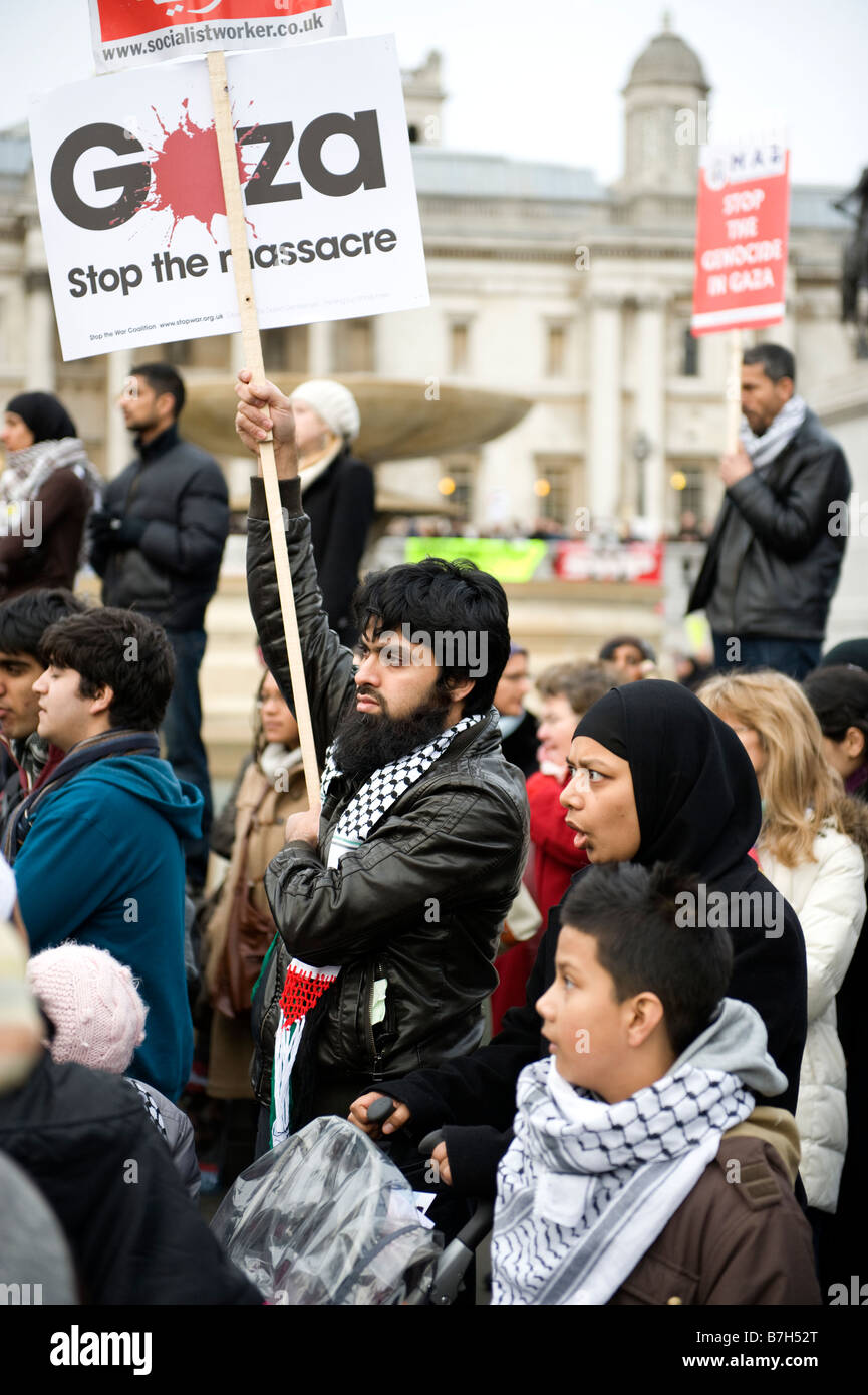 Demonstrator at a rally protesting against Israeli attacks on Gaza, January 2009 - Stock Image
