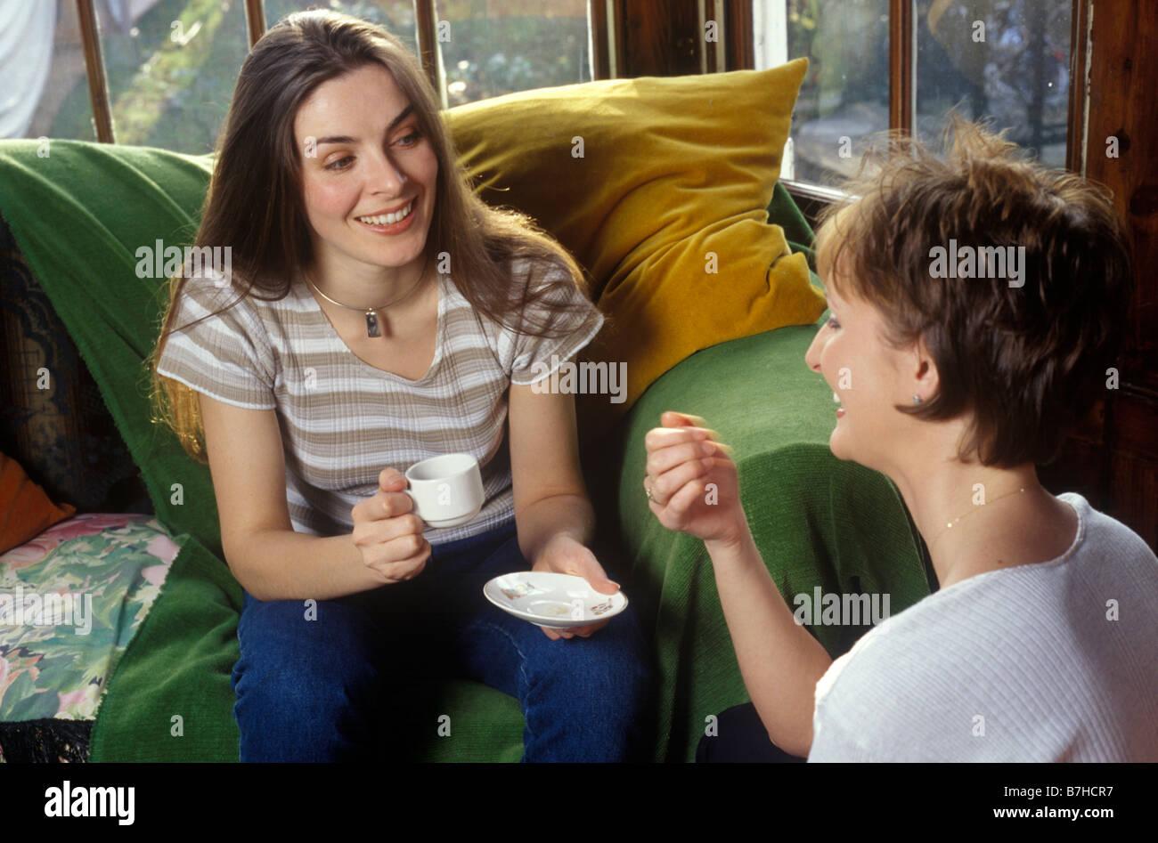 2 women chatting over a cup of coffee - Stock Image