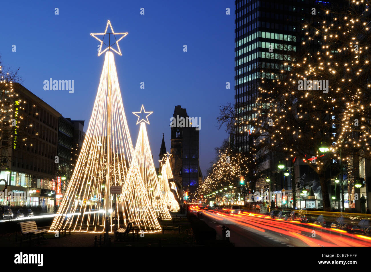 Weihnachtsbeleuchtung Berlin.Christmas Lights In Berlin At Night Stock Photo 21899901 Alamy