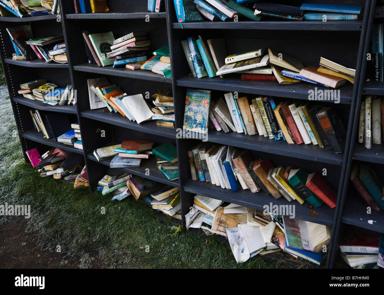 Hay on Wye in Welsh borders secondhand book and antique centre of interest secondhand books piled outdoors - Stock Image