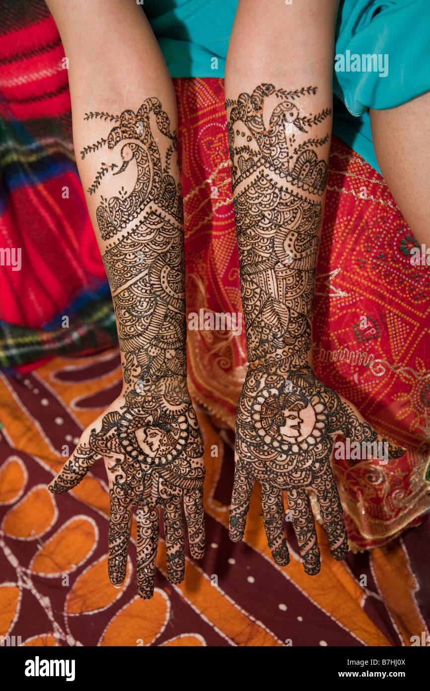 Beauty Henna Hindi Stock Photos & Beauty Henna Hindi Stock Images ...