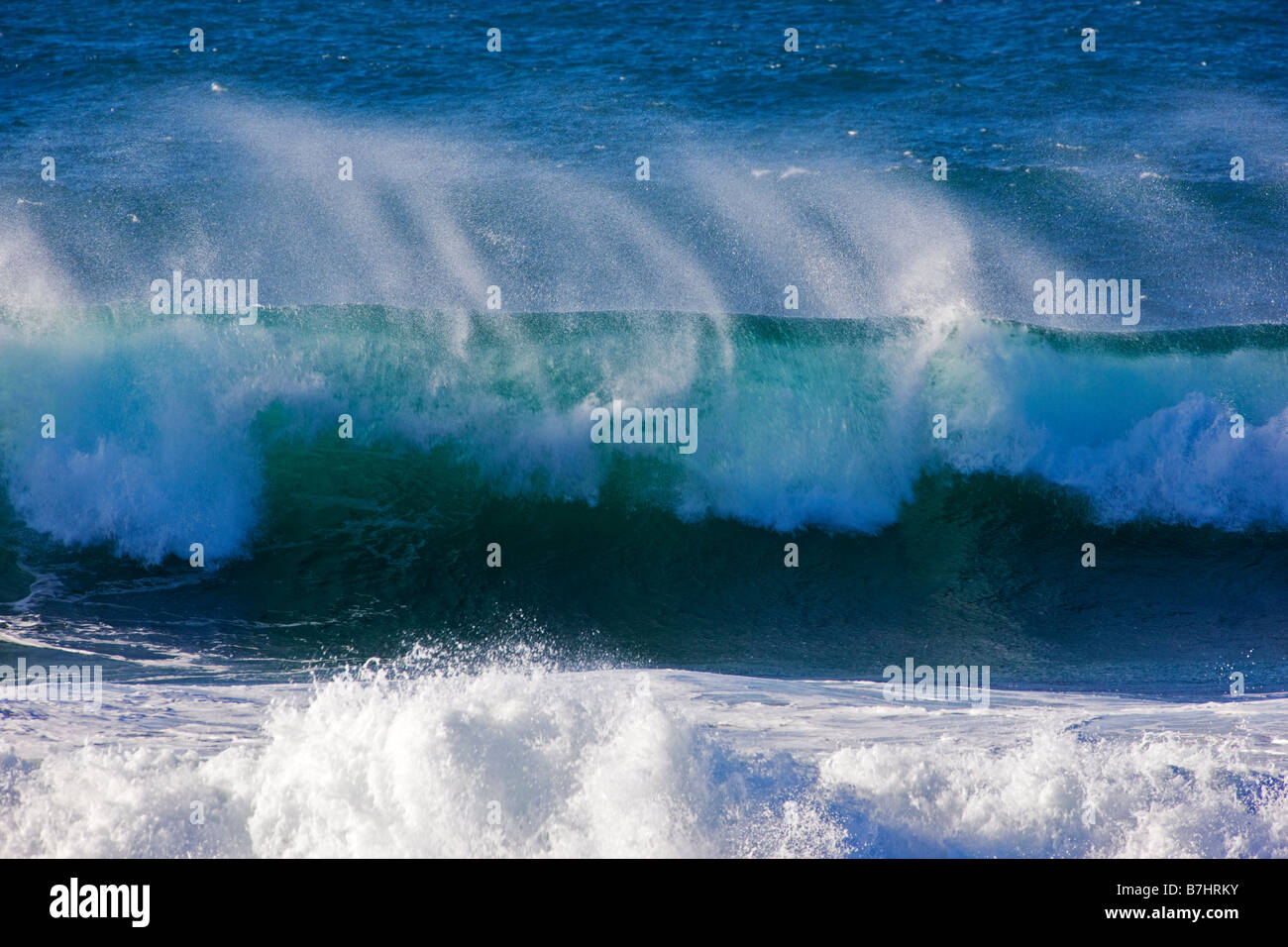 Pacific Ocean waves crashing ashore near Seal Rock Picnic ... Pacific Ocean Waves