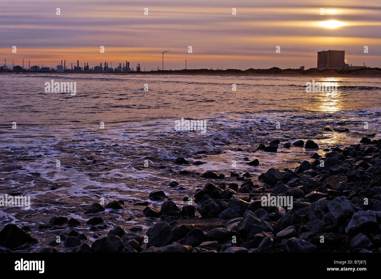 Industrial shoreline at Teeside - Stock Image