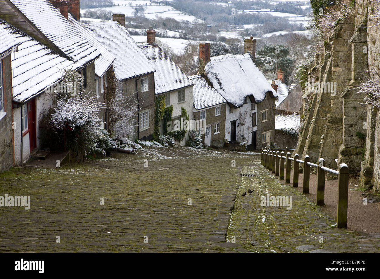Gold Hill in Winter, Shaftesbury, Dorset, England - Stock Image