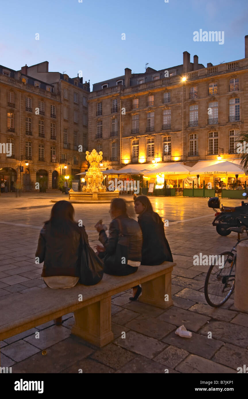 Place du Parlement girls on a bench bordeaux france - Stock Image