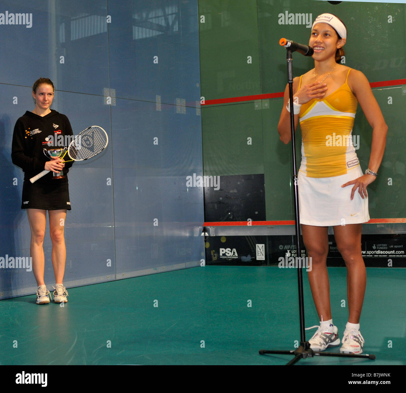Nicol David addresses the audience after beating Vicky Botwright to win the 2008 World Squash Championships in Manchester - Stock Image