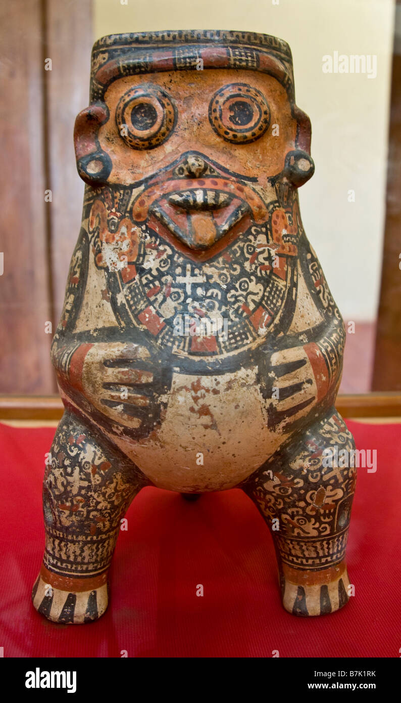 Pre-Hispanic sculpture, at Museo El Convento de San Francisco in Granada, from Isla Zapatera in Lake Nicaragua - Stock Image
