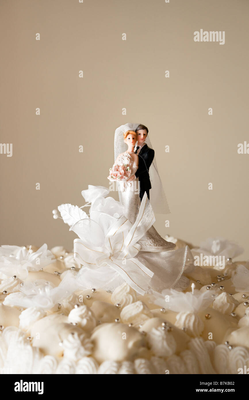 Wedding Cake Figurines Stock Photos & Wedding Cake Figurines Stock ...