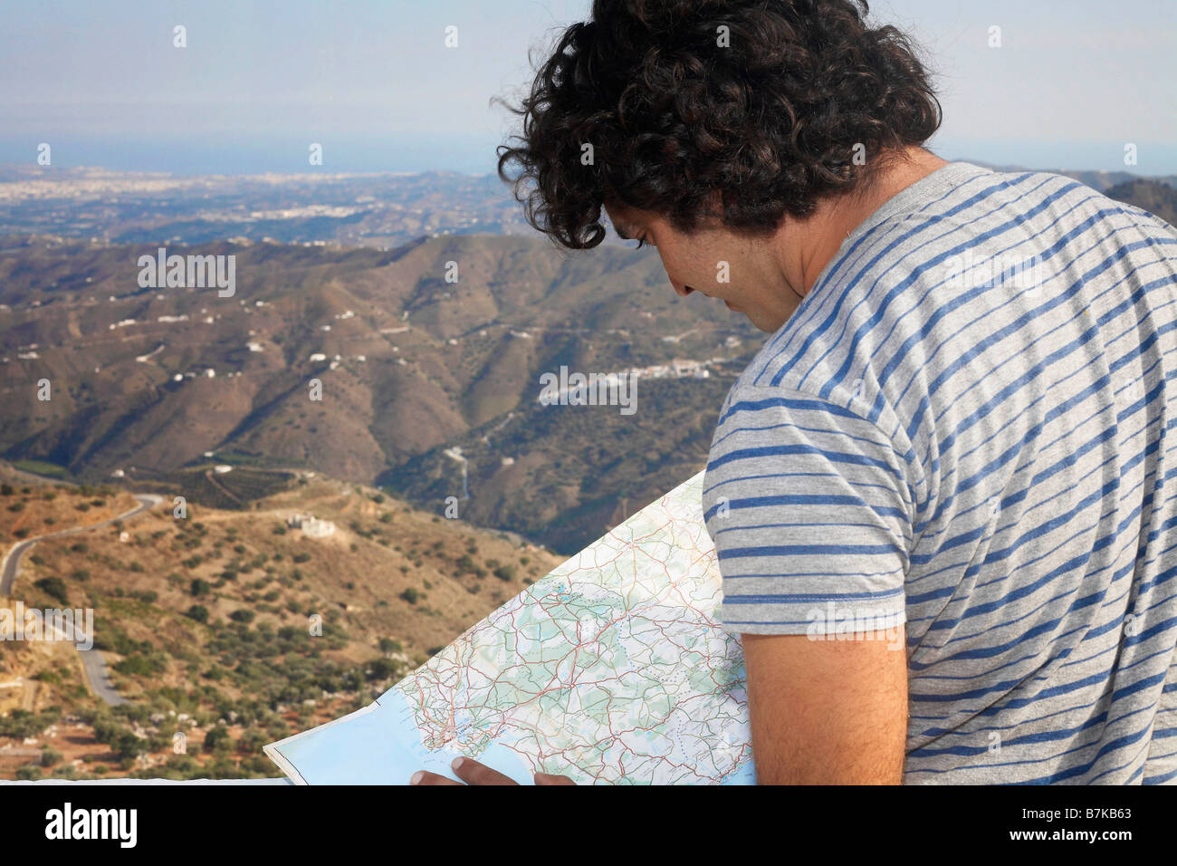 Man looking at a map - Stock Image