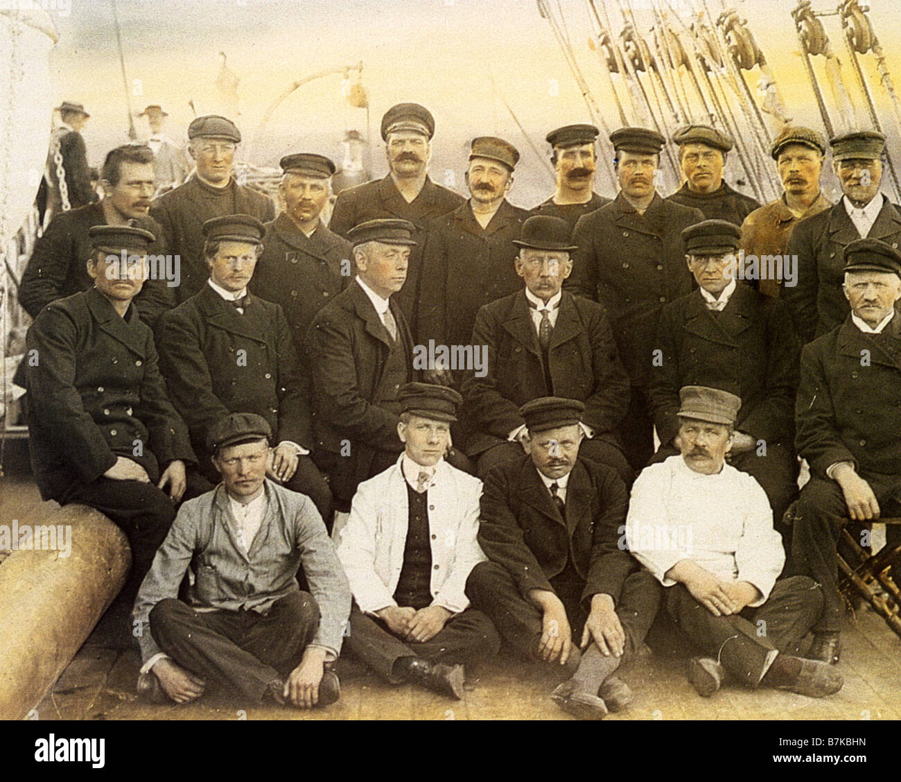 ROALD AMUNDSEN Norwegian polar explorer centre middle row in bowler hat heading home to Norway after reaching South Stock Photo
