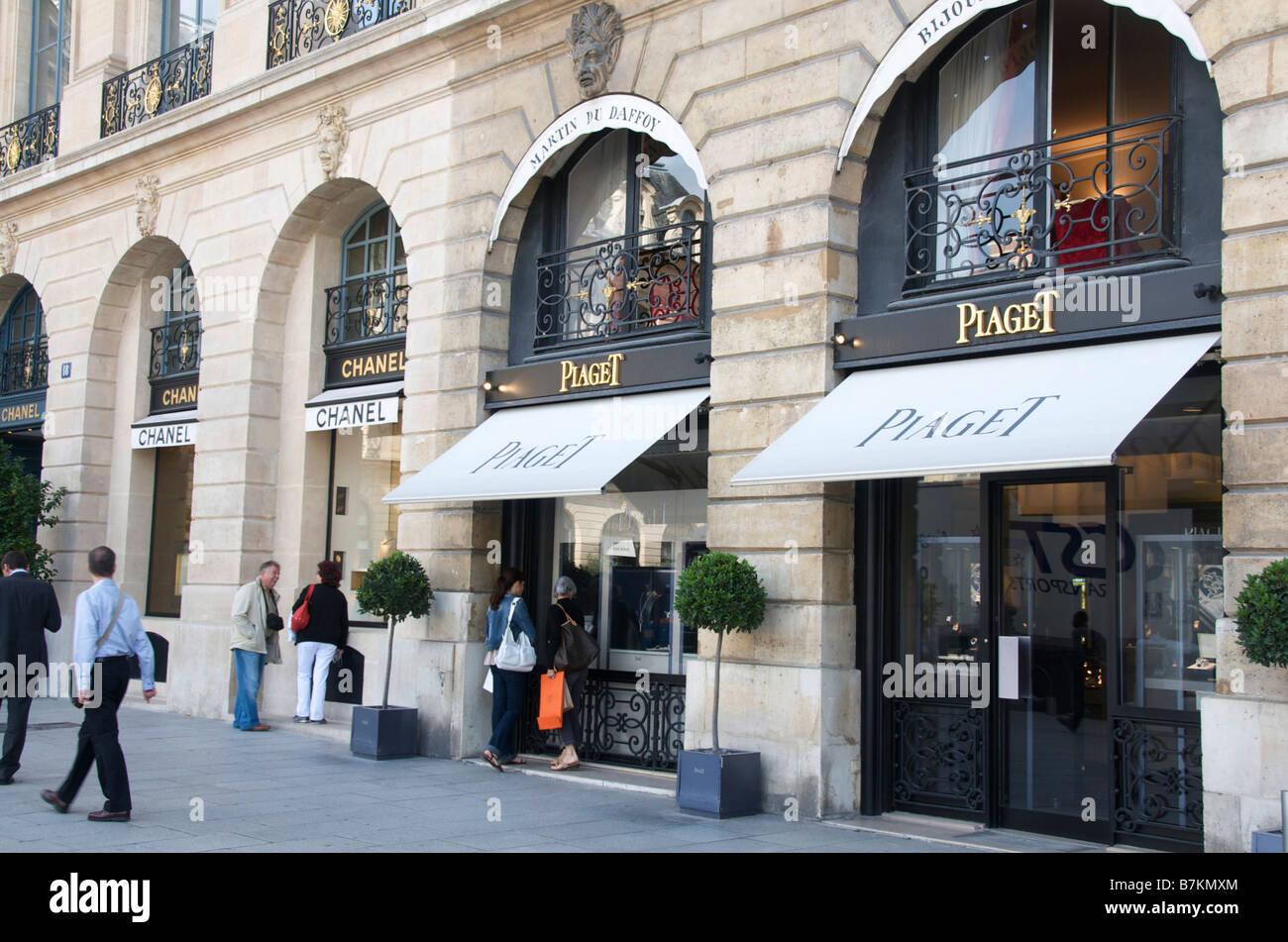 Famous fashion street in paris 81