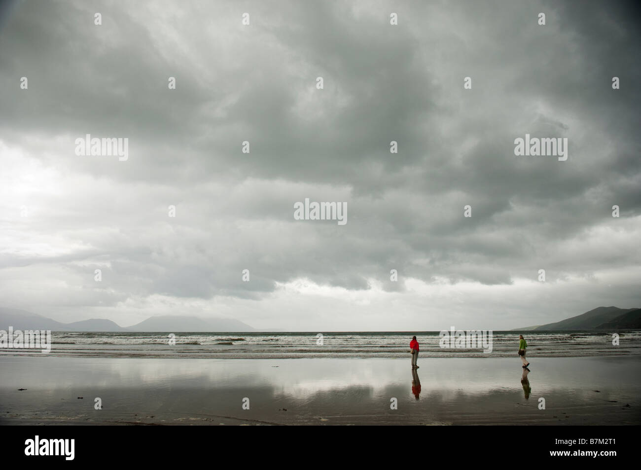 Two people on a beach in Dingle Penninsula, West of Ireland - Stock Image