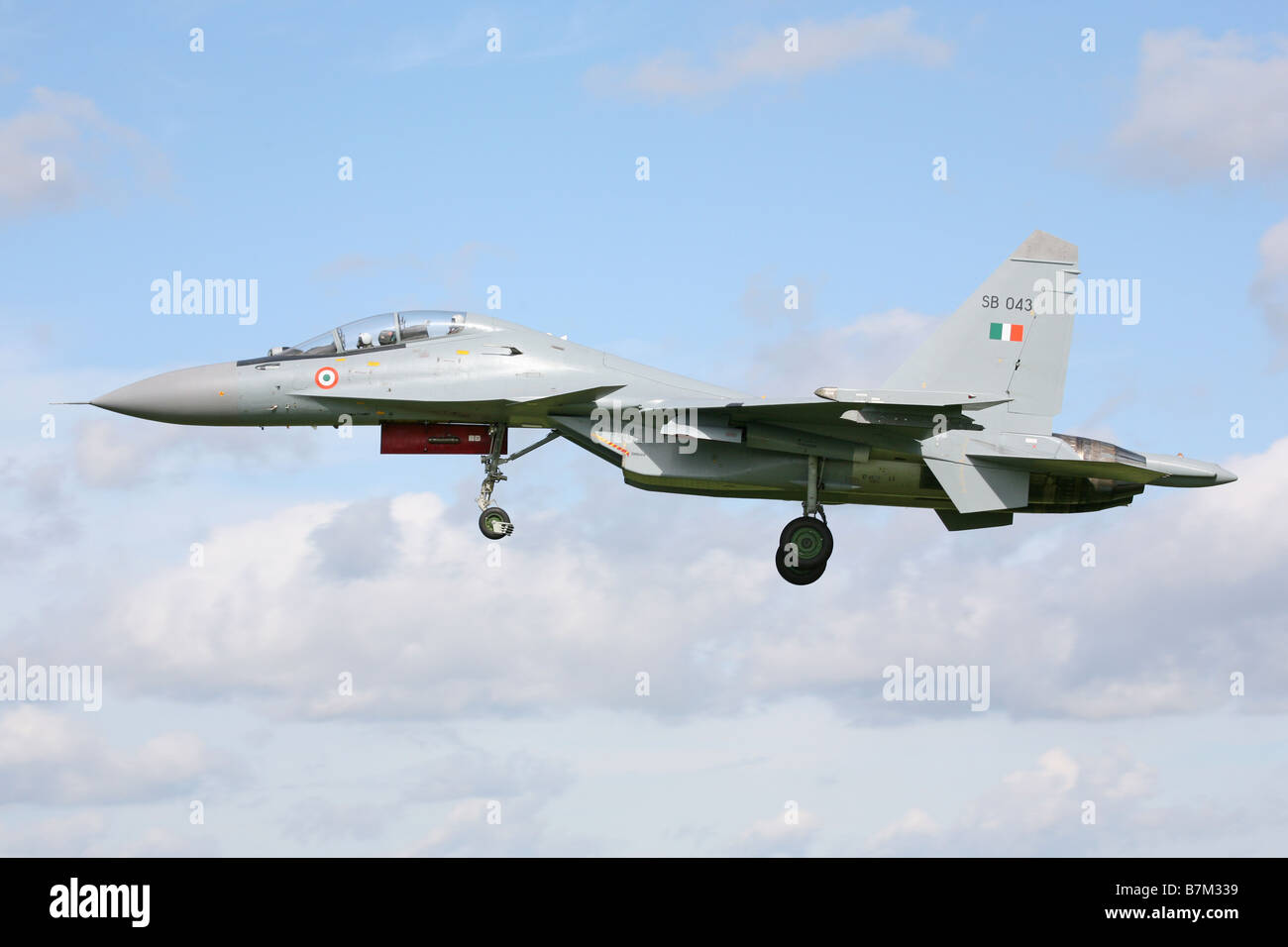 Sukhoi Su-30 of the Indian Air force comes in to land at RAF Waddington at the start of Exercise Indradhanush II - Stock Image