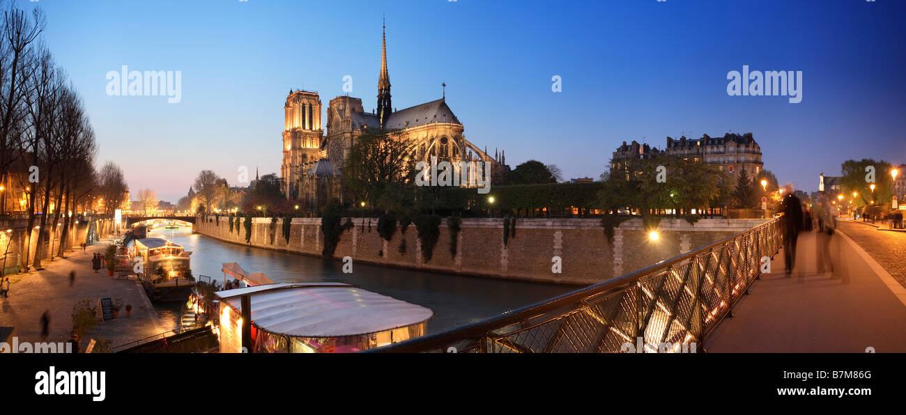 SEINE RIVER AND NOTRE DAME DE PARIS AT NIGHT - Stock Image