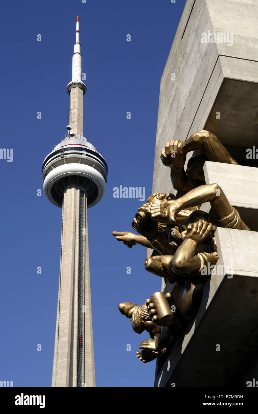 CN Tower & The Audience Sculpture, Rogers Centre, Toronto, Ontario, Canada - Stock Image
