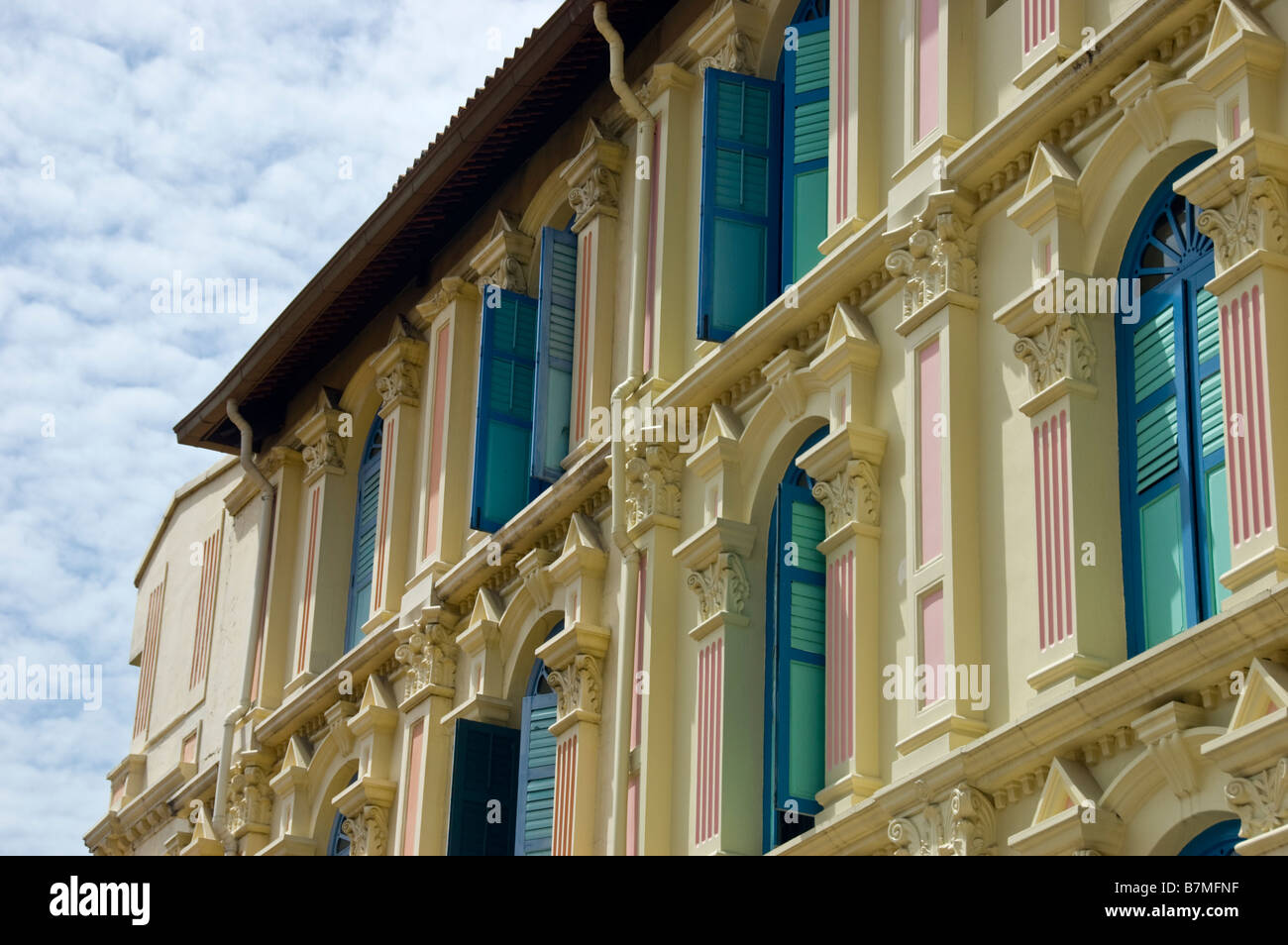 Renovated old shophouse in Singapore's Chinatown - Stock Image