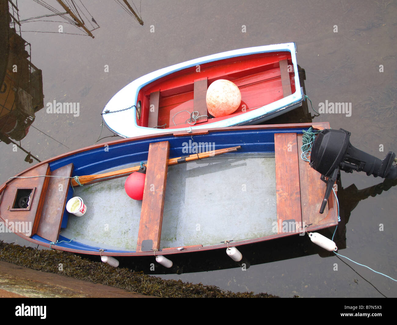 Rowing boats tied up at pier - Stock Image