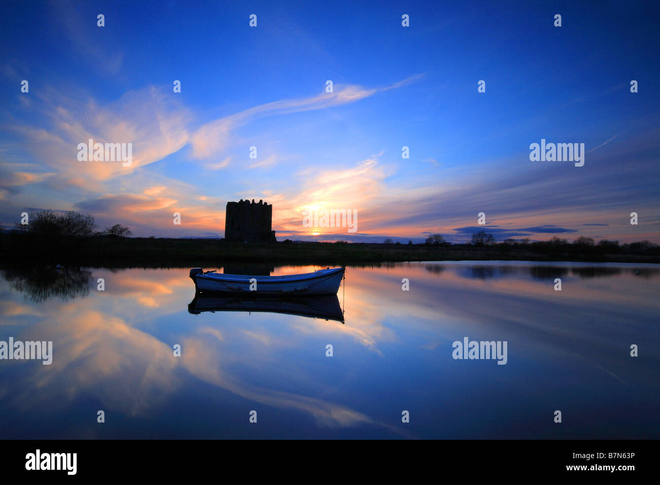 Threave Castle at dusk overlooking the River Dee, Dumfries and Galloway, Scotland - Stock Image