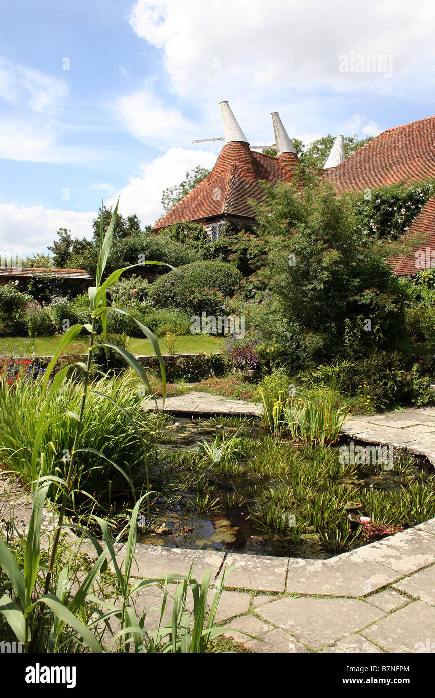 A DECORATIVE WILDLIFE POND IN AN ENGLISH COUNTRY GARDEN. Stock Photo