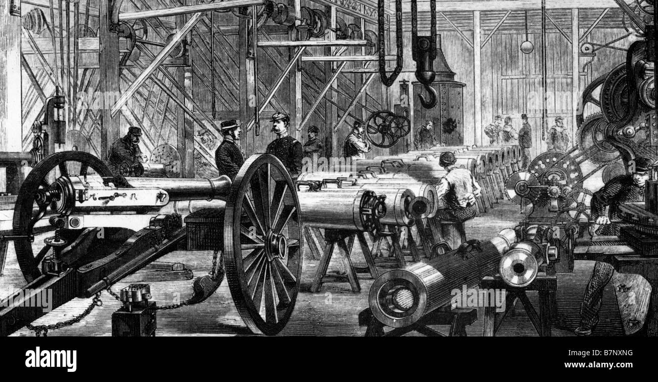 FIRST WORLD WAR A French armaments factory making Mitrailleuses and modifing field guns - Stock Image