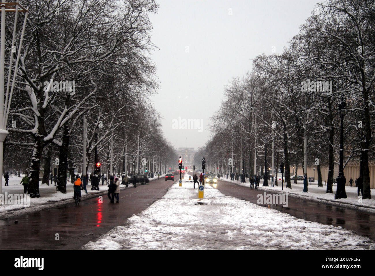 View of the Mall looking towards Buckingham Palace - Stock Image
