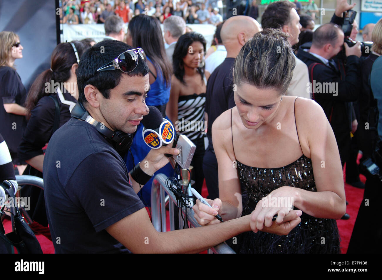 Actress Amanda Peet autographs a radio DJ at the U.S. premiere of The X-Files: I Want to Believe at Grauman's - Stock Image
