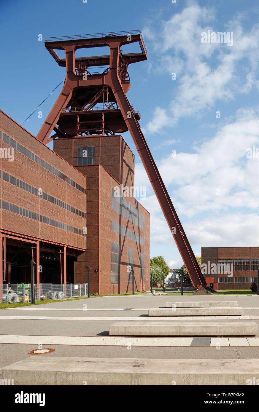 Essen, Zeche Zollverein, Schacht XII, Förderturm und Schachthalle - Stock Image