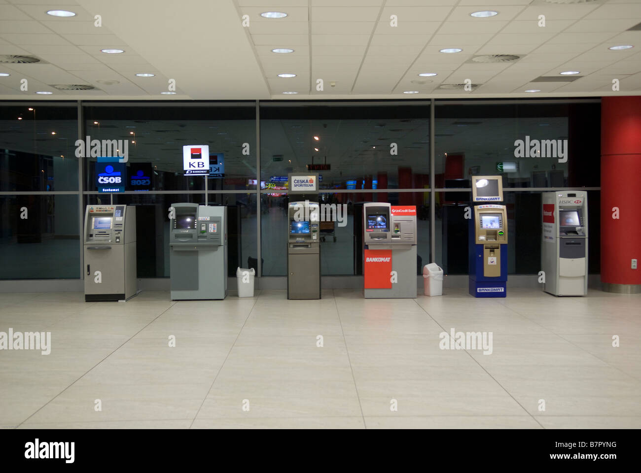 Airport atm stock photos airport atm stock images alamy - Bureau de change paris 7 ...