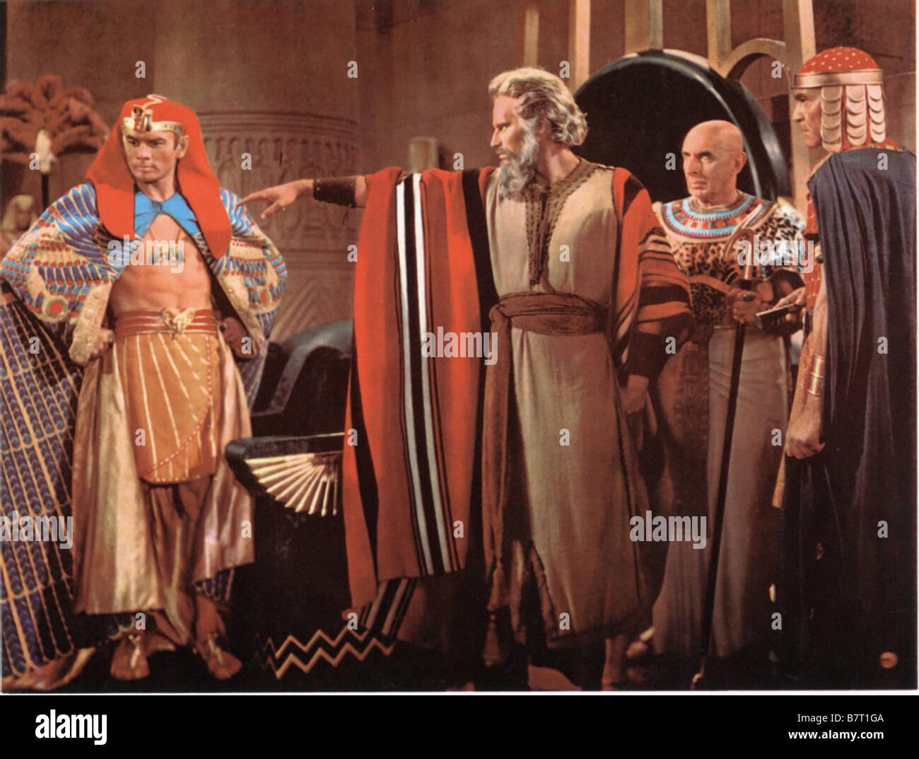 The Ten Commandments Year: 1956 Director: Cecil B. DeMille Charlton Heston,Yul Brynner - Stock Image