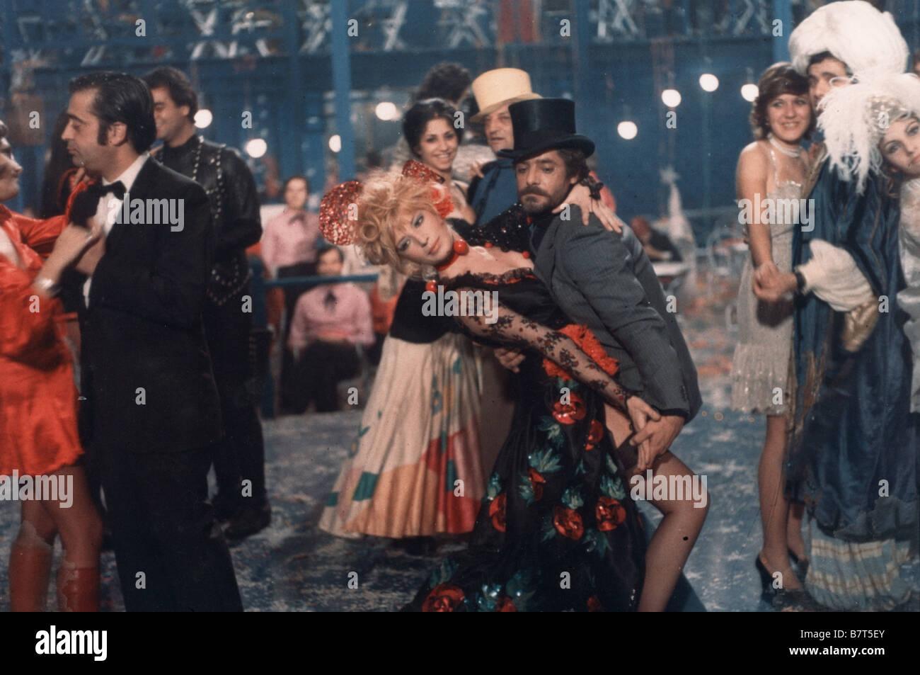A Mezzanotte Va La Ronda Del Piacere Year 1975 Italy Monica Vitti Stock Photo Alamy