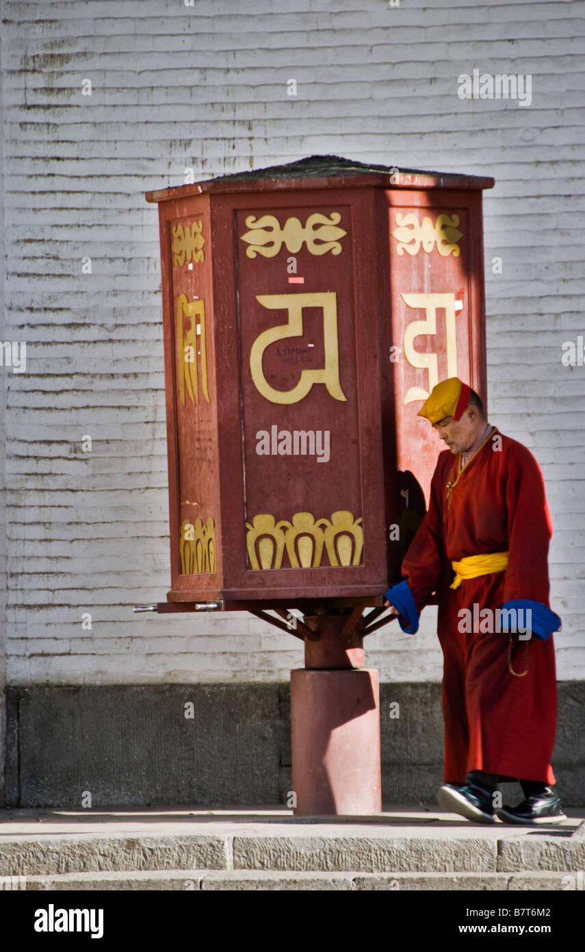 Buddhist monk at the Gandantegchinlen Khiid monastery, Ulaan Bataar, Mongolia. - Stock Image