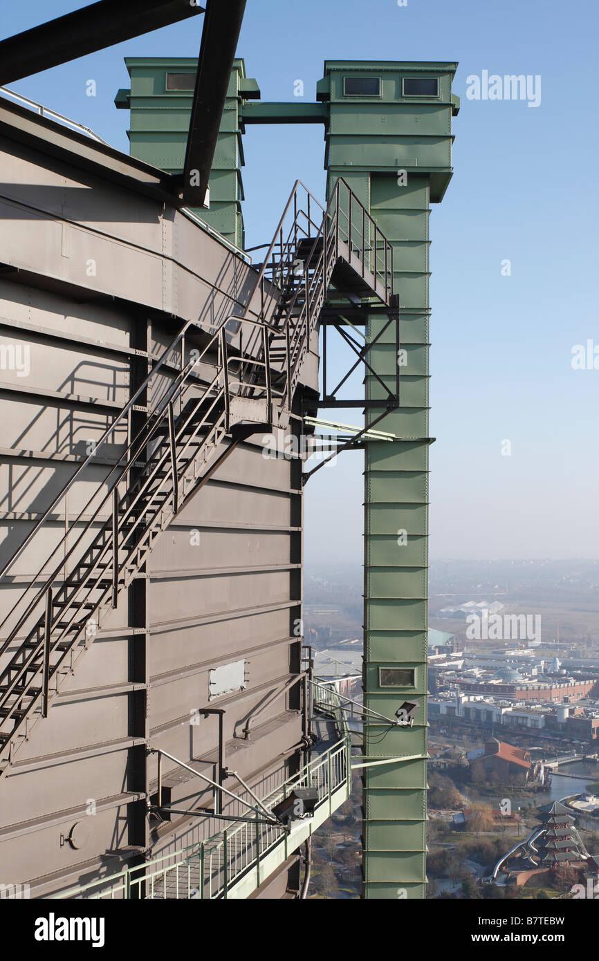 """Oberhausen, Gasometer, """"Treppen am obersten Stockwerk, Blick auf die """"""""Neue Mitte"""""""", """"""""CentrO"""""""""""" Stock Photo"""