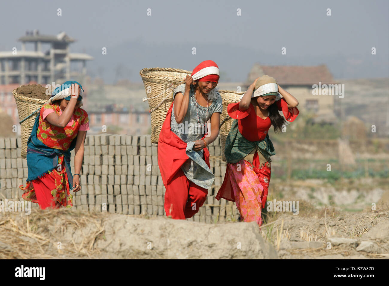 Women and girls labouring at a Nepalese brick factory - Stock Image