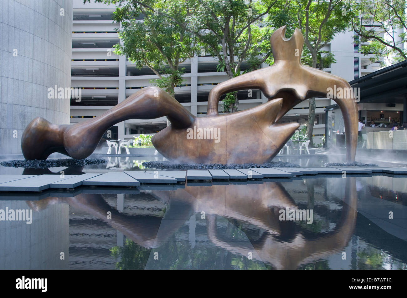 Large reclining figure Henry Spencer Moore Raffles Place Singapore CBD financial bank commercial centre - Stock Image