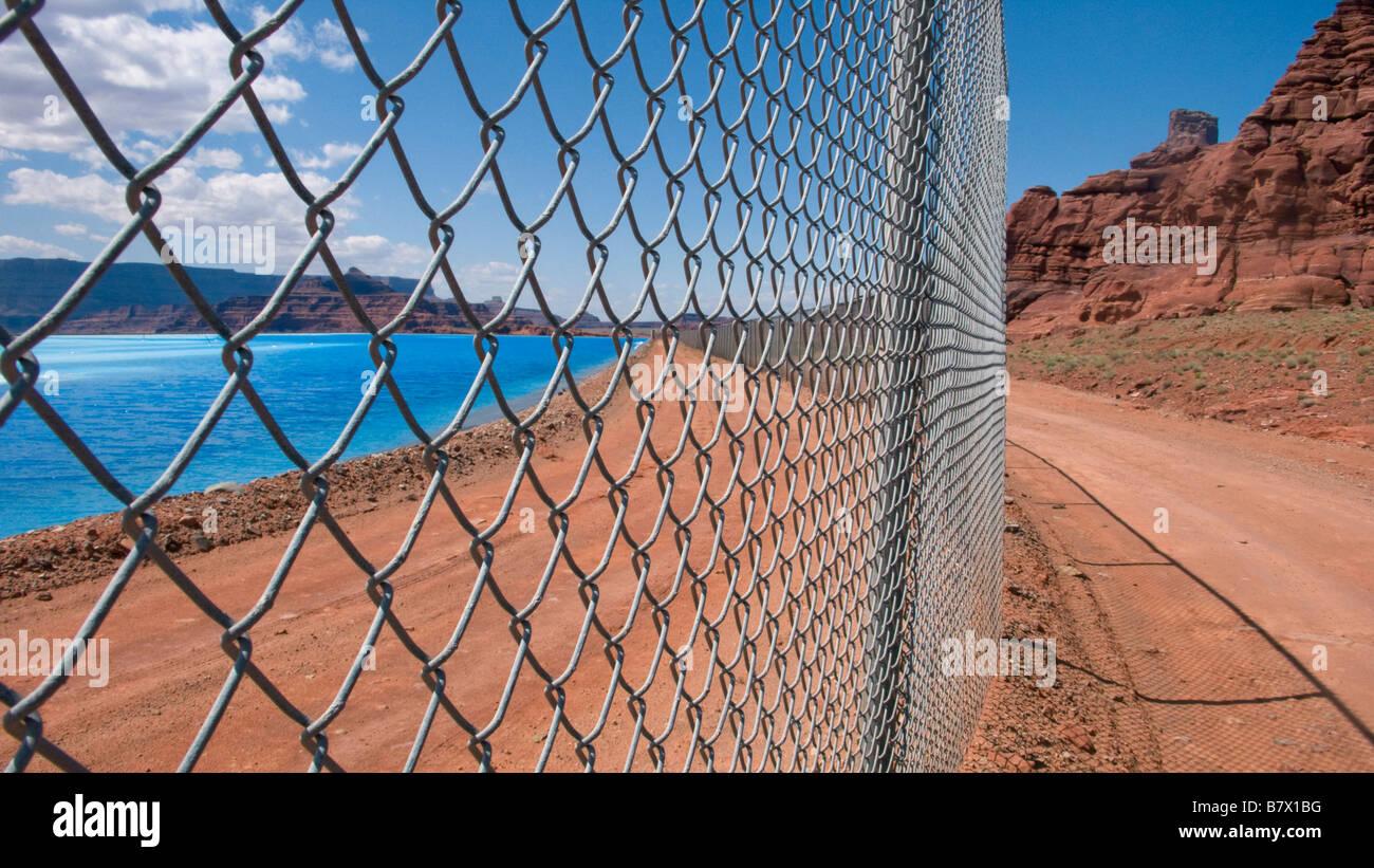 Chain Link Fence Desert Stock Photos & Chain Link Fence Desert Stock