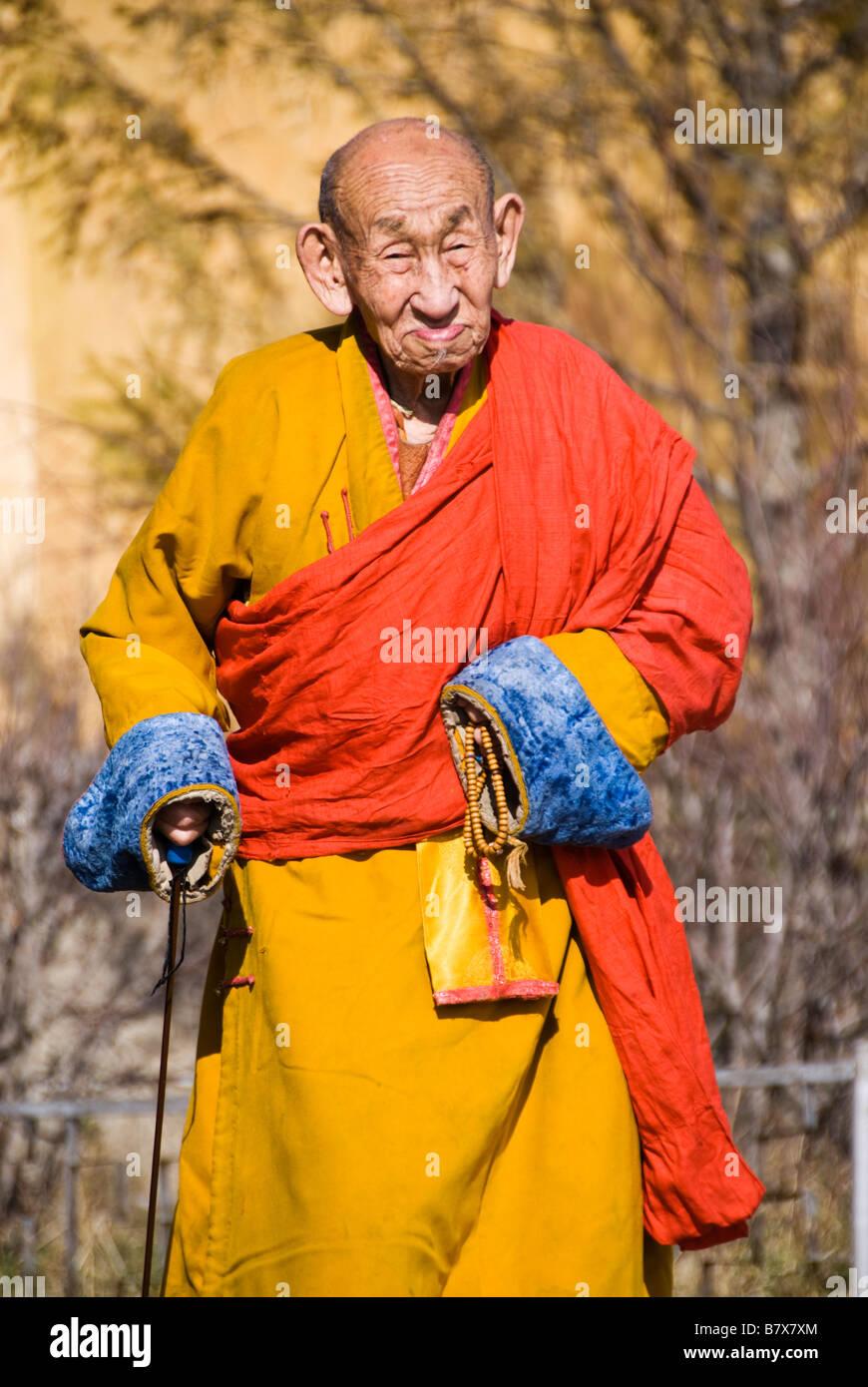 Buddhist monk at the Gandantegchinlen Khiid monastery Ulaan Bataar Mongolia - Stock Image