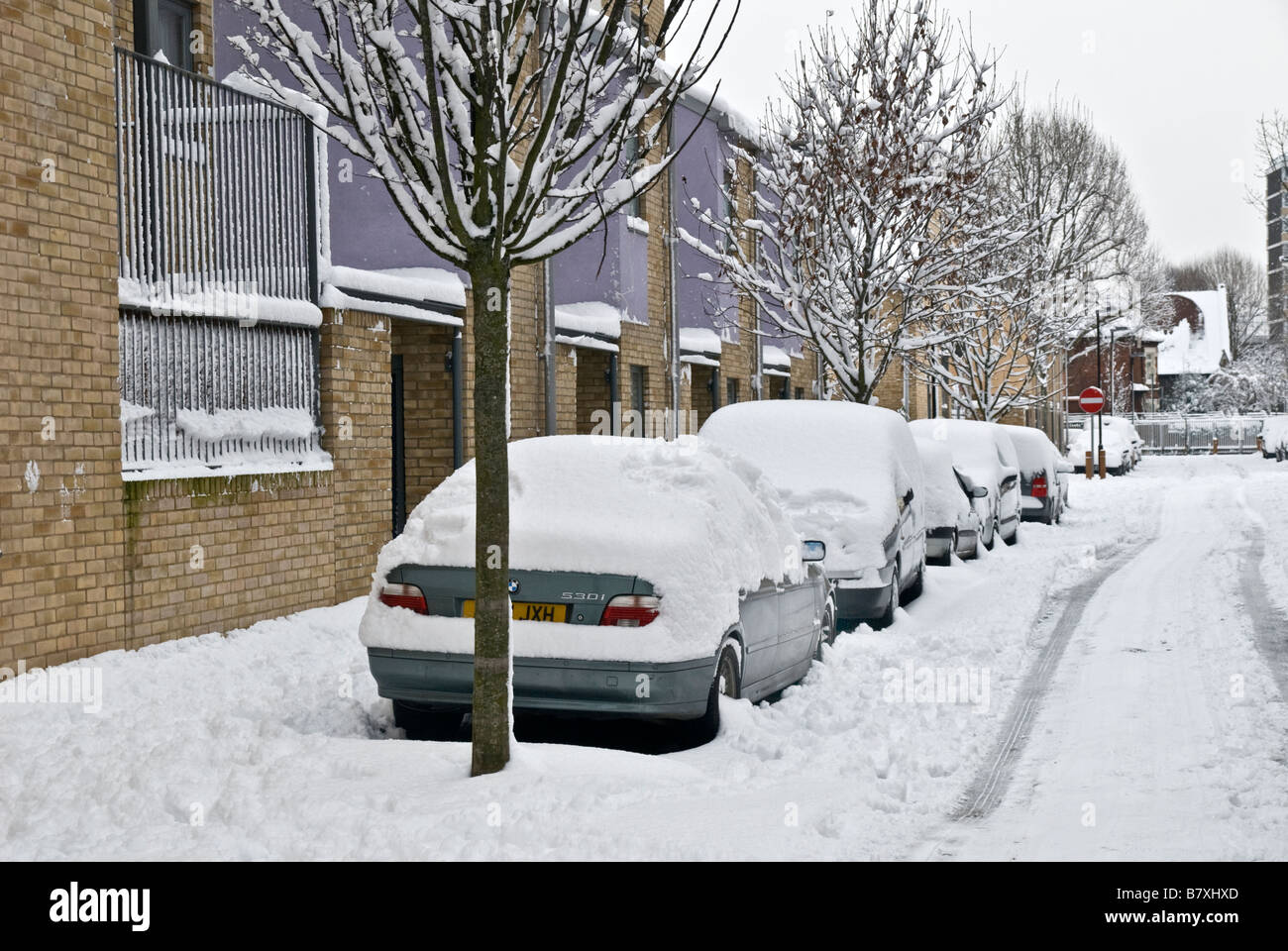 AFTER THE HEAVY SNOW FALL IN LONDON LOCAL SEENERY - Stock Image