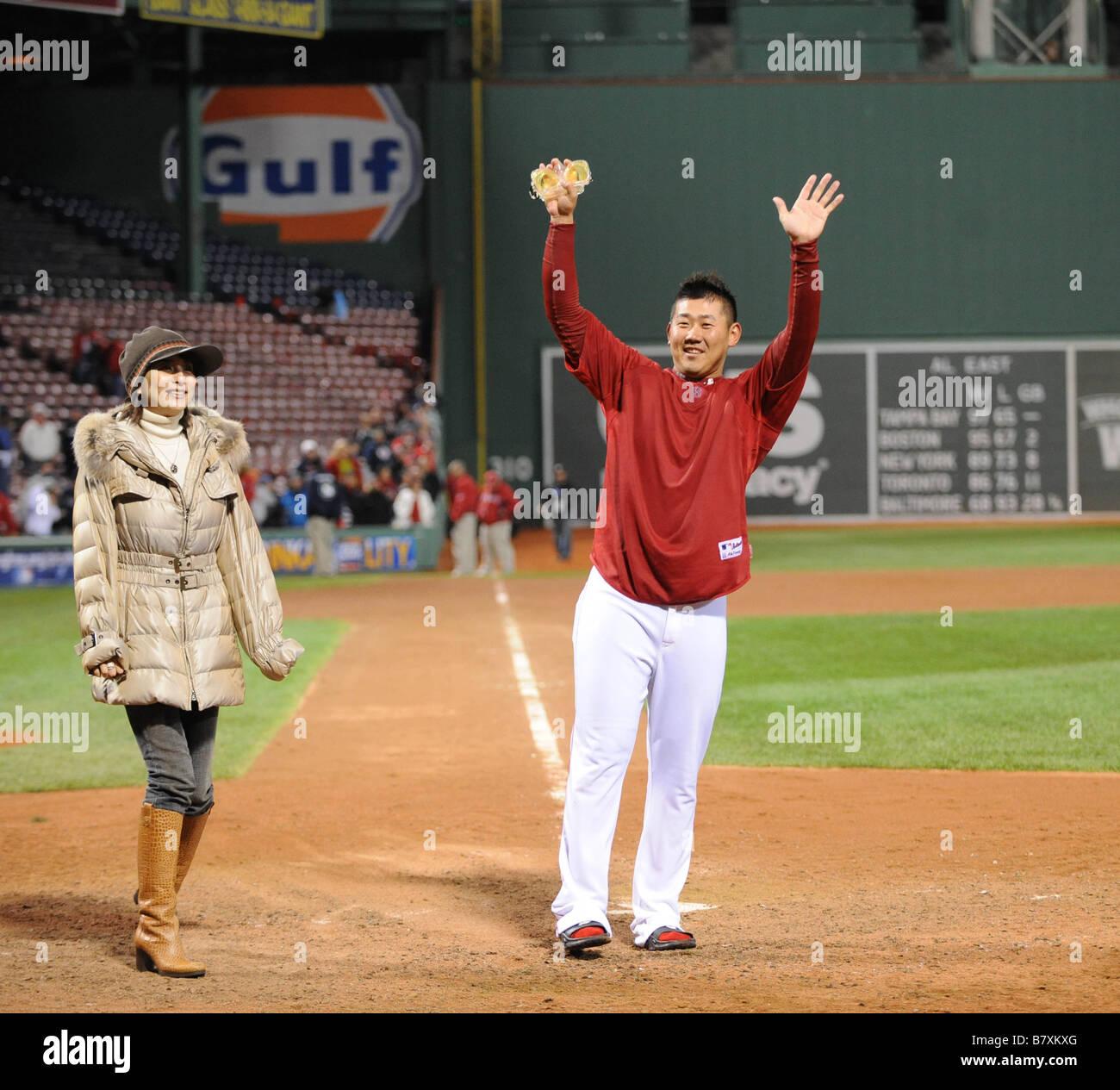 Daisuke Matsuzaka Red Sox Tomoyo Shibata OCTOBER 6 2008 MLB Boston Red Sox Daisuke Matsuzaka R and his wife Tomoyo - Stock Image