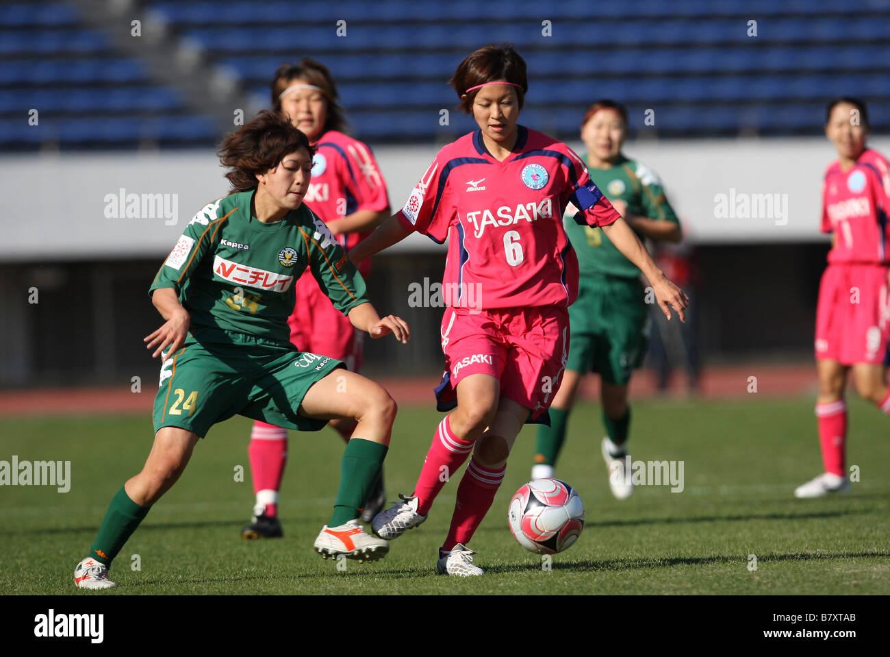 L to R Ø Nanase Kiryu Beleza ì O q Hiroko Sano Perule NOVEMBER 23 2008 Football 2008 NADESHIKO League - Stock Image