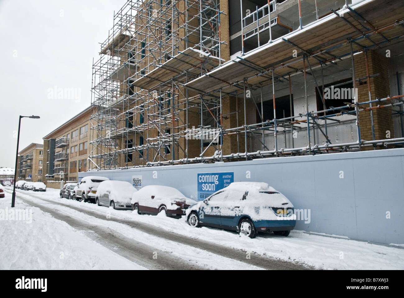 COSTRUCTION SİTE,AFTER THE HAVY SNOW FALL,SEEN OF WORK STOPPED,LONDON SOUTHEAST 2 FEBRUARY 2009 - Stock Image