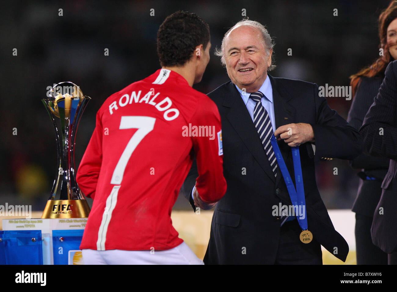 L to R Cristiano Ronaldo Man U Joseph Blatter DECEMBER 21 2008 Football FIFA Club World Cup Japan 2008 Final match - Stock Image